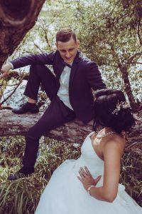 līgava un līgavainis mežā